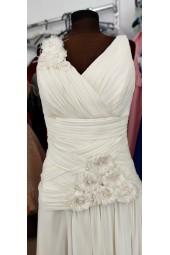 официална рокля в шампанско с луксозни цветя 2022