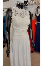булчинска рокля декориран с дантела и плисета подходяща за подписване