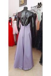 официална рокля с гол гръб и екстравагантен дизайн