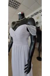 сватбена рокля от шифон с мъниста и шлейф