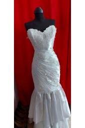 луксозна сватбена рокля тип русалка от тафта и богата декорация