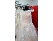 приказна сватбена рокля с голи рамене