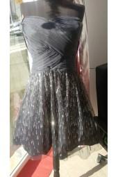 официална рокля със сияещ дизайн и допълнителен пласт тюл за обем
