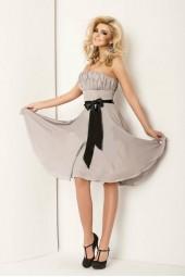изгодна рокля в опушена гама с коланче