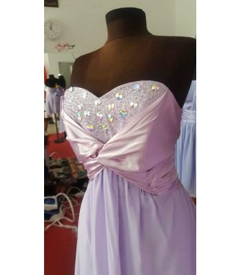 шаферска рокля в лавандула с блестящи камъни
