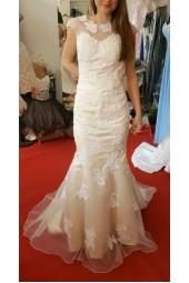 луксозна рокля тип русалка с гол гръб в комбинация от шампанско и бяло 2018