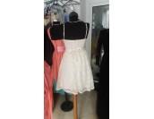 къса кокетна рокля с бродерия и сияеща декорация