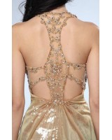 дизайнерска рокля с екстравагантен дизайн и гол гръб