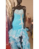 бална рокля в синьо стил фламенко с декоративни кристали