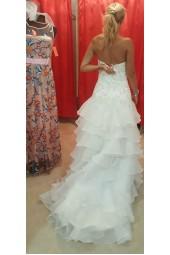 стилна висококачествена сватбена рокля с много обем и вълни тип русалка