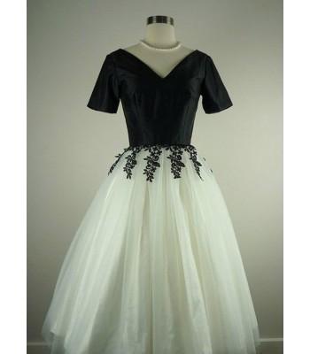луксозна дамска рокля в стил майка на булката