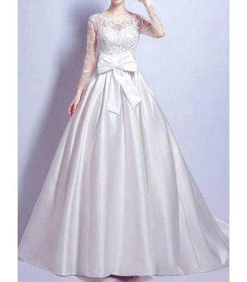 обемна булчинска рокля с впечатляващ дизайн