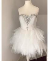 къса екстравагантна рокля в бяло с кристали 2018