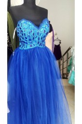 ултра обемна и сияеща бална рокля в кралско синьо 2020