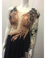 екстравагантна официална рокля с разчупен дизайн