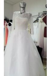 булчинска рокля с обем и дълги ръкави от дантела