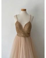 екстраагантна абитуриентска рокля с множество кристалчета