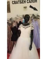 булчинска рокля с обем и къс ръкав от дантела