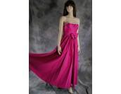 сатенена бална рокля в плодово- розов цвят без презрамки плюс шал