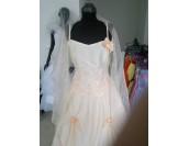 красиво декорирана сватбена абитуриентска рокля