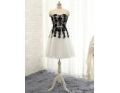кокетна официална рокля с луксозен дизайн