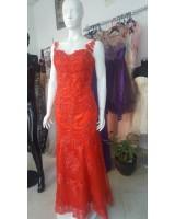 луксозна официална рокля тип русалка с ярко червена френска дантела