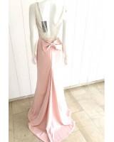 луксозна сатенена рокля с изключително креативен дизайн