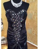 сияещо декорирана абитуриентска рокля в черно с камъни