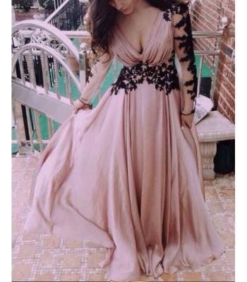дълга официална рокля с черна дантела и ръкав