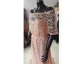 асиметрична рокля с падащи рамене подходяща за всяка фигура и възраст