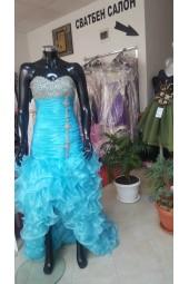 асиметрична рокля в синьо тип салса обсипана с кристалчета