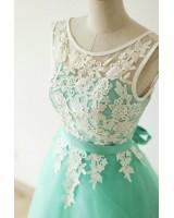 кокетна къса рокля с брюкселска дантела