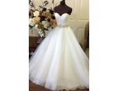 приказна сватбена рокля с изчистен дизайн от органза