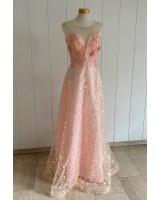 кокетна бална рокля с декоративни цветя в розово