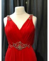 изтънчена вечерна рокля в наситено червено