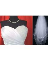 сватбена рокля с перли на връзки и воал обсипан с перли