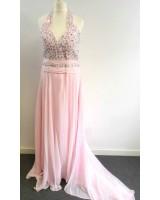 официална рокля в бонбонено розово обсипана с камъни