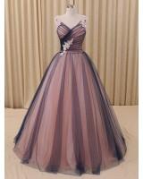 обемна абитуриентска рокля в микс от гами декорирана с дантела