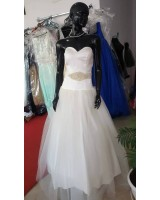 висококачествена булчинска рокля с обем от сатен и тюл