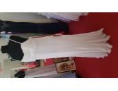 изгодна стилна маркова сватбена рокля с тънки презрамки и деко камъни