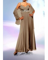 маркова елегантна рокля в телесен цвят