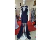луксозна официална рокля с полупрозрачен дизайн, шипове и цепка
