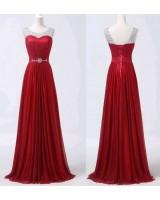 красива бална рокля в наситено червено