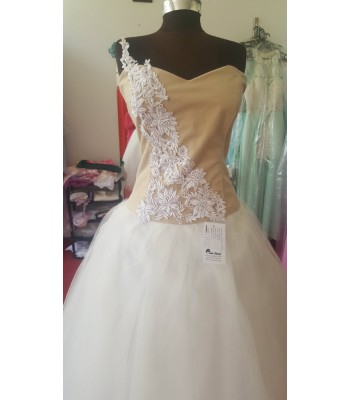 ултра обемна рокля с нестандартен Палаз Стайлинг дизайн подходяща и за бременни