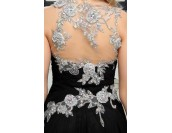 луксозна официална рокля декорирана с дантела и кристали