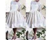 дантелена сватбена рокля с ръкави и гол гръб в ретро стил