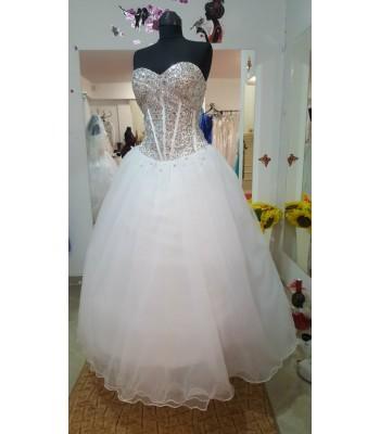 обемна рокля със сърцевиден дизайн обсипана с декоративни кристали в 3 гами