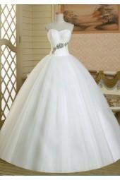 обемна рокля с принцеса дизайн и декорация от кристали