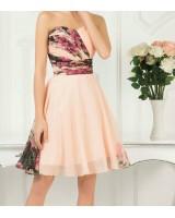 шаферска рокля с флорален мотив в нежно розово