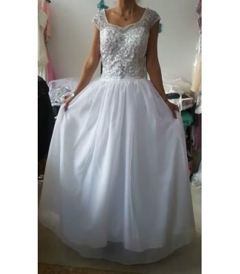 луксозна булчинска рокля със собствен обем и сияещ гръб